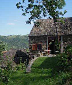 Maison avec vue sur la Truyère - Montézic - Rumah