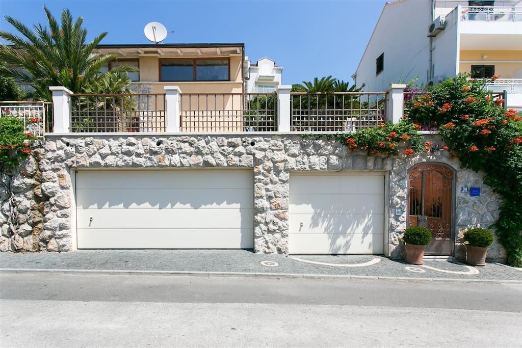 This is our house where the apartment is located! It is right above our house, where is the garden.