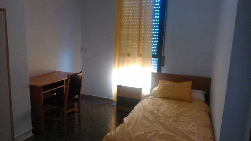 Private room for rent 2-8 March. - Sant Boi de Llobregat - Apartamento