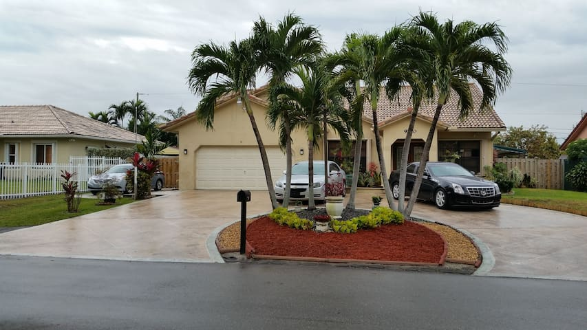 DORAL,SPACIOUS,PRIVATE AND COZY - Doral - House