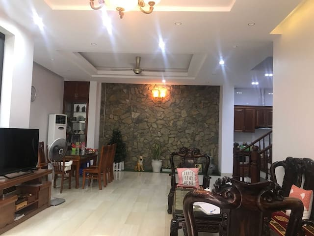 A whole Villa with 4 bedrooms near West Lake