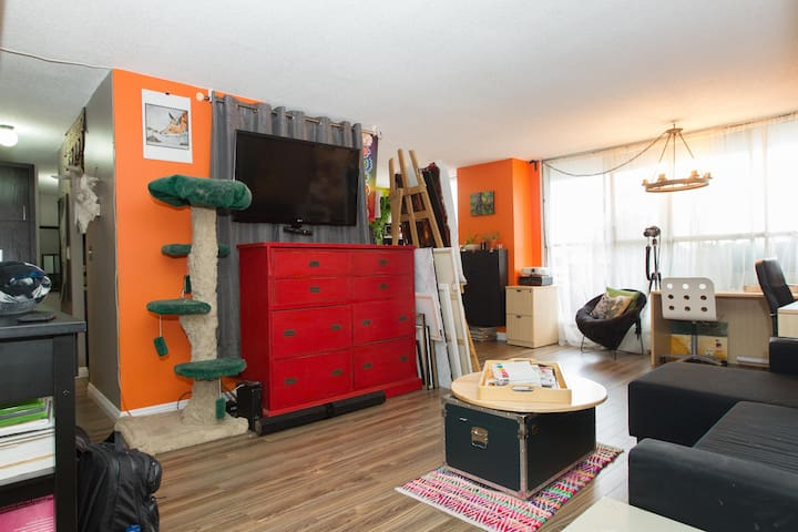 Stay Central With Local Artist and Blogger! - Edmonton - Condominium