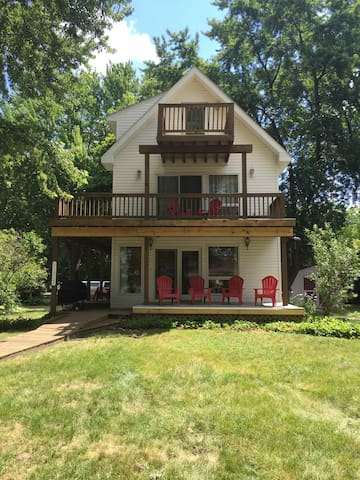 Renovated Lakehouse w/Beach, Water Slides & Kayaks - Pinckney - Hus