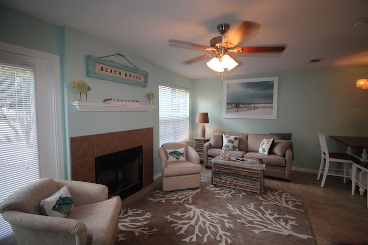 MONTHLY RATES AVAILABLE ! CLOSE TO THE BEACH!