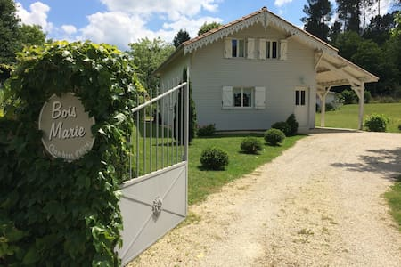 La Maison de Bois Marie/Antoinette. - Atur