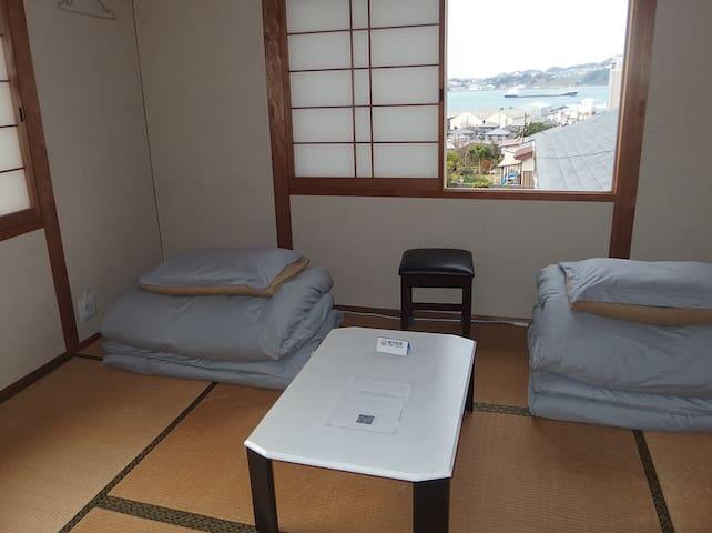 Private Japanese TATAMI room with fine straits view / 関門海峡の眺めの良い貸切の和室