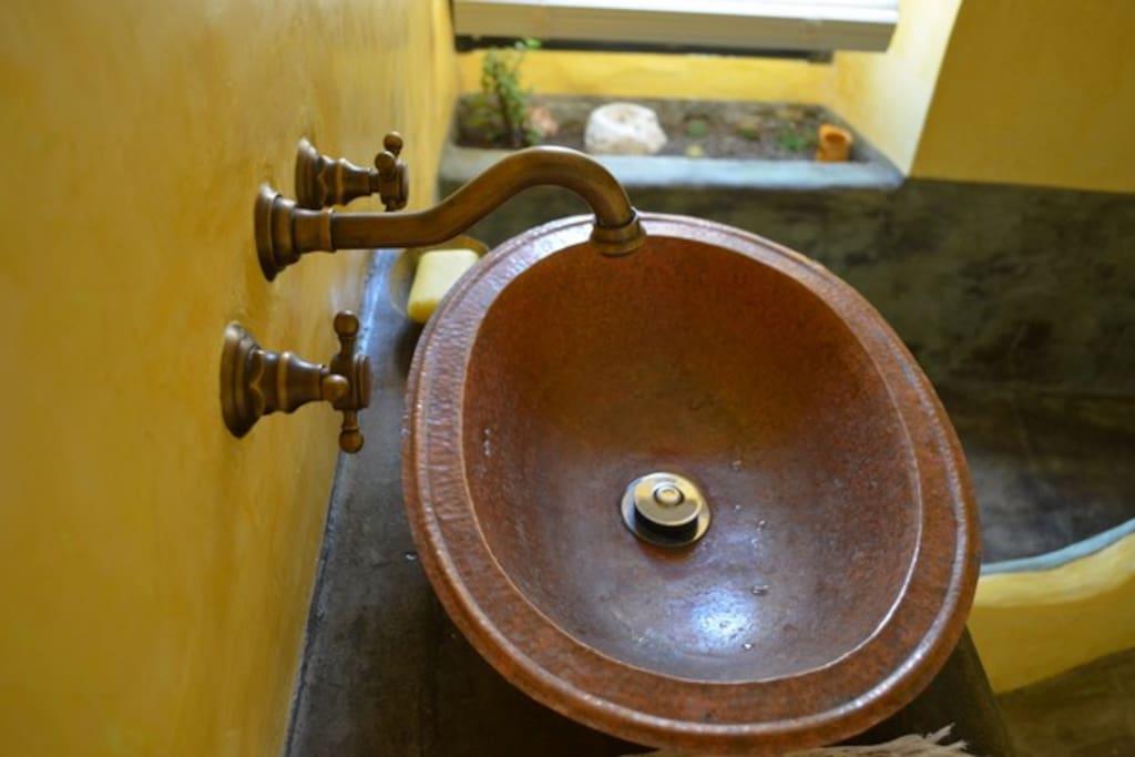 guest's bathroom