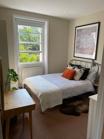Ensuite double, 8 mins from Brixton underground