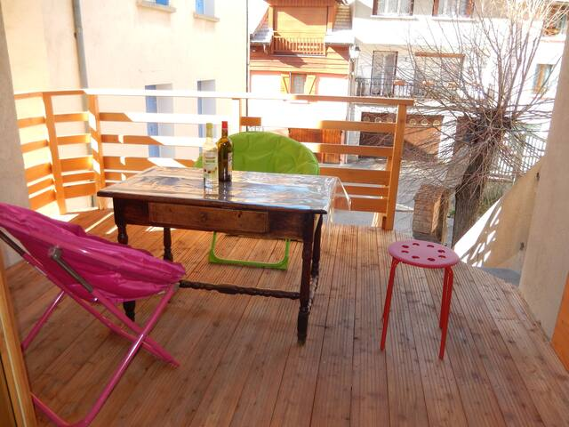 Maison chaleureuse bien située, Baratier/Embrun