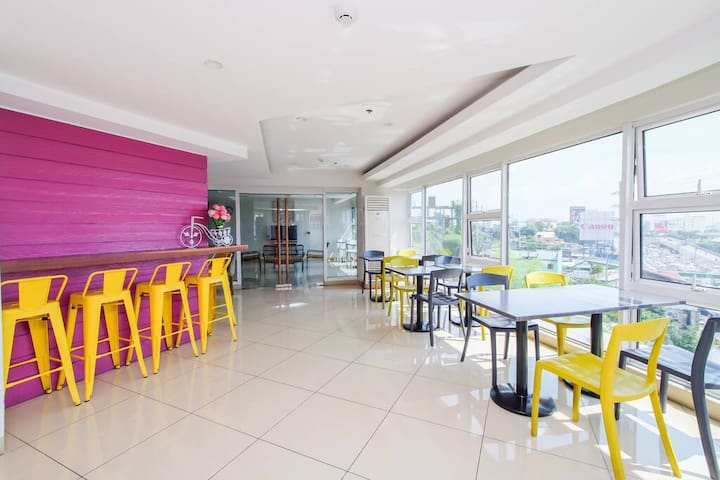 Cafe, bar and lounge of MySpace Hotel @BGC with overlooking view of C5