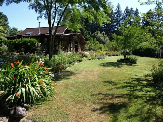 Quiet Retreat at Myrtle Glen Farm - Myrtle Point - Bed & Breakfast