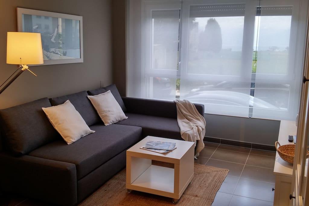 Salón con sofá cama // Living room with sofa-bed // Wohnzimmer mit Schlafsofa // Quarto de estar com sofá-cama
