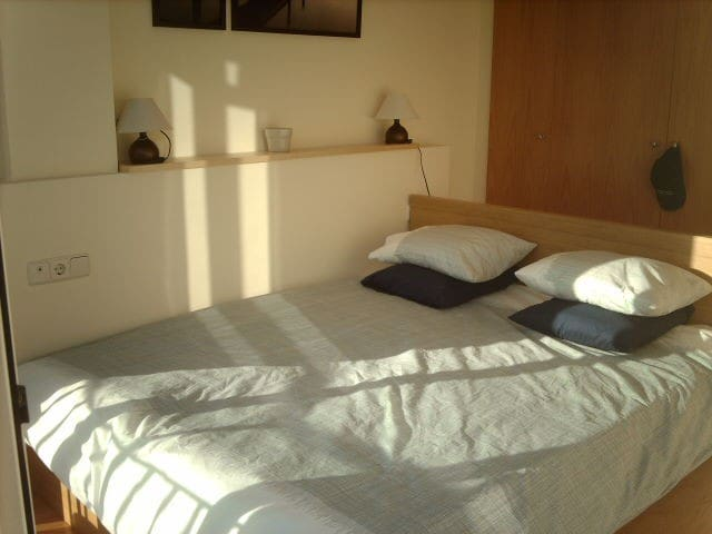 Nice Sunny Double Room/WIFI/Central