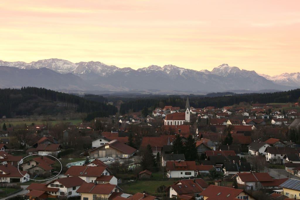 Sonnenaufgang über Burggen 24.12.2014 (im Kreis unser Haus)