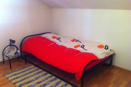 Kleines, ruhiges Zimmer nahe der Stadt - Kriens