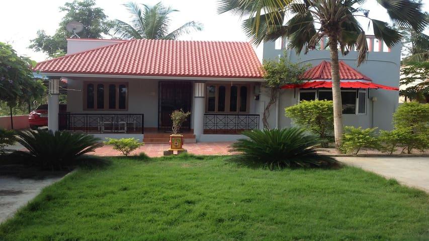 Family house, villa / homestay- Garden | Breakfast