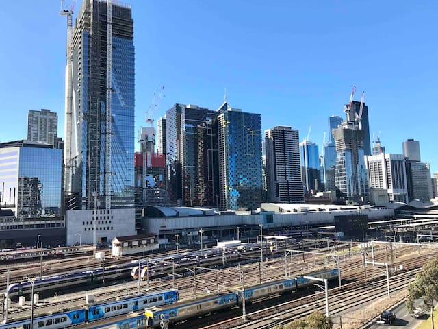 Facing Spencer St, Southern Cross Station