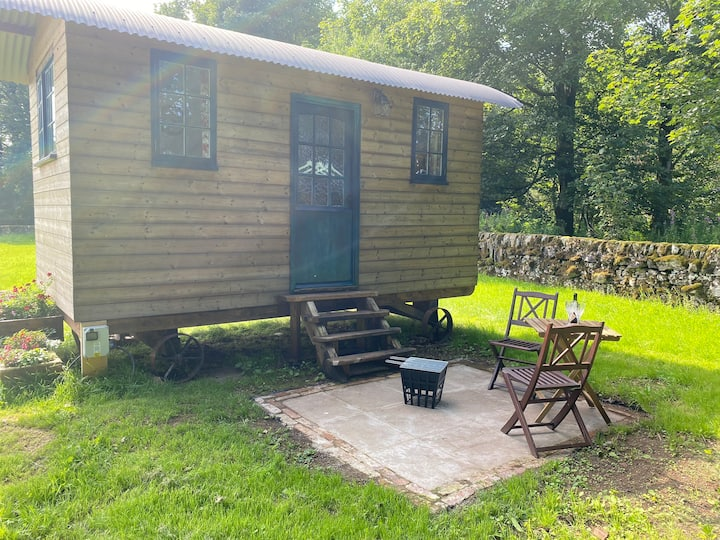 The Gamekeeper - Beautiful Rural Shepherds Hut