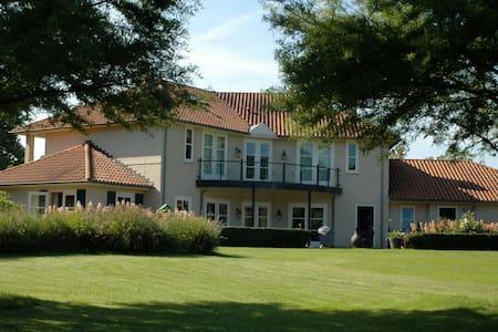Mediterrane Villa in Brabant.  - Boxtel - Huvila