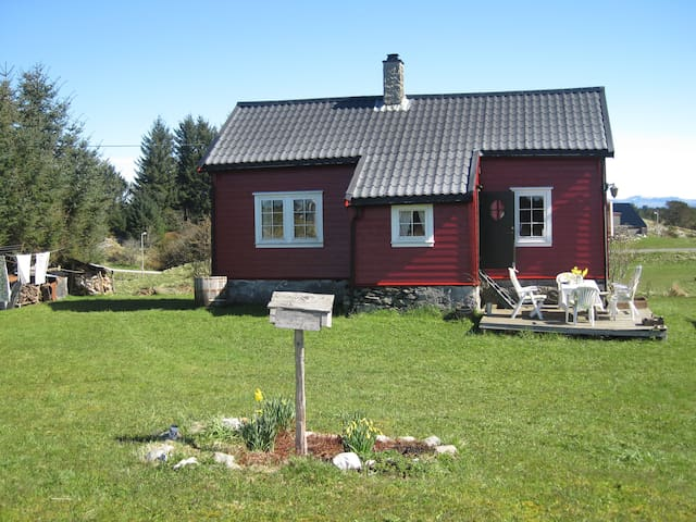 Charming cottage 1 h outside Bergen - Radøy - Cabana