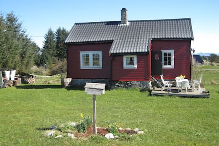 Charming cottage 1 h outside Bergen - Radøy - Chalet