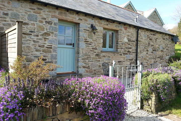 Cosy Cornish Yew Tree Barn  - Camelford - House