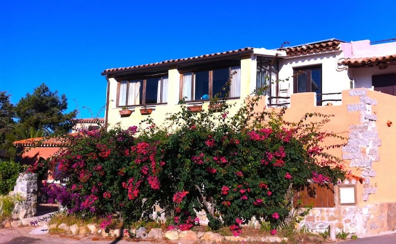 House 10 minutes from beach. - santa teresa gallura - Rumah