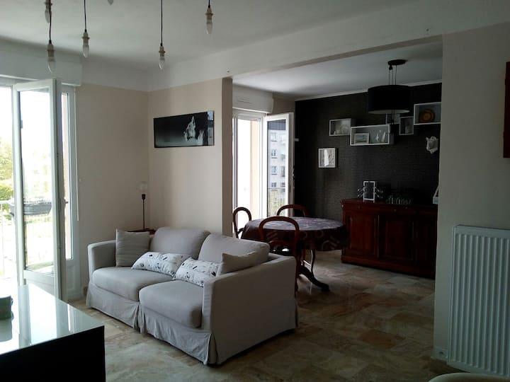 Appartement rénové avec goût au calme