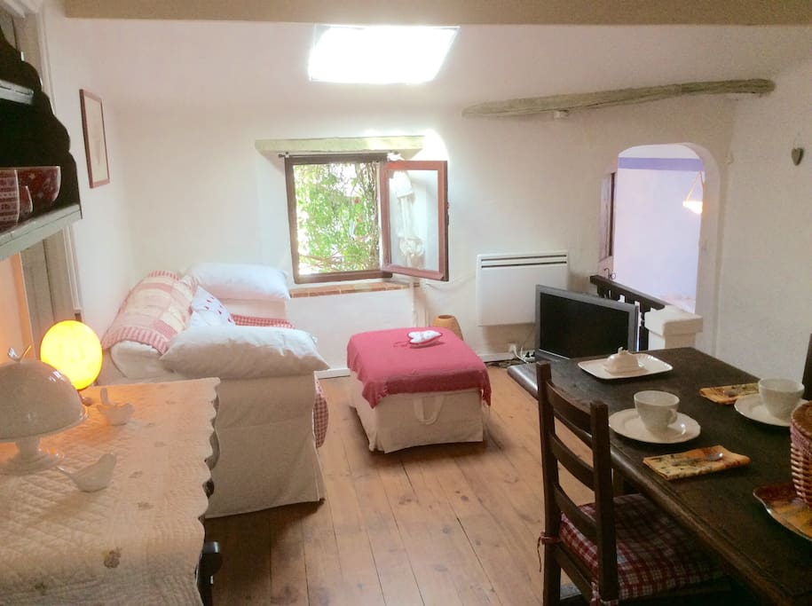 Charming apartment with terrace flats for rent in saint for La fenetre apartments