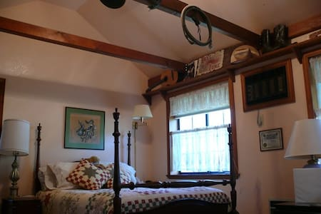 The Bunkhouse Room - Placerville - Bed & Breakfast