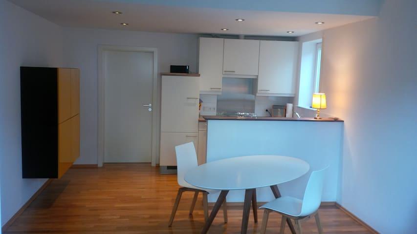 Offener Wohnbereich - Blick zur Küche
