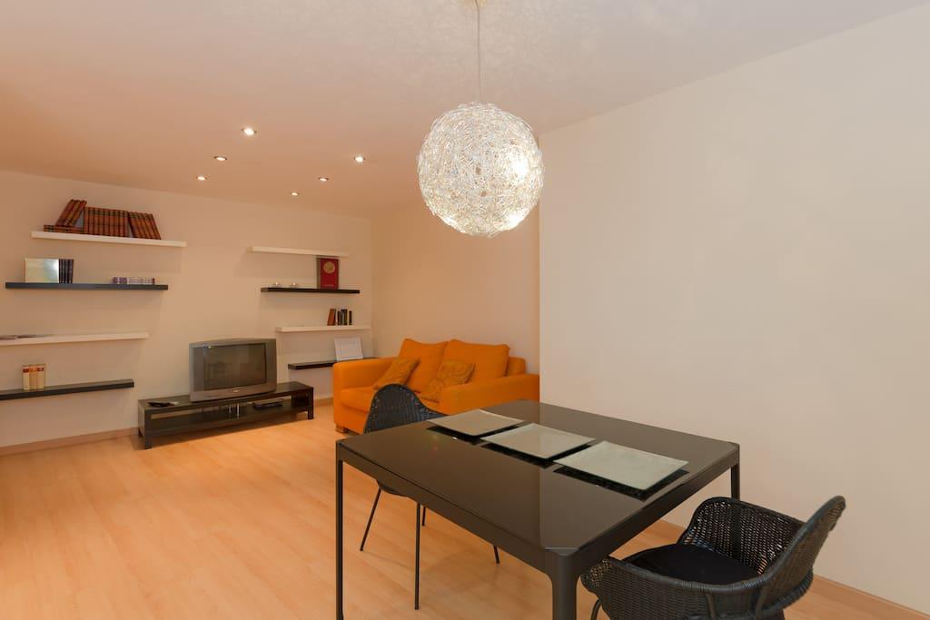 Tu visita a Zaragoza en la mejor ubicación. Un piso tranquilo para disfrutar también de un buen descanso.