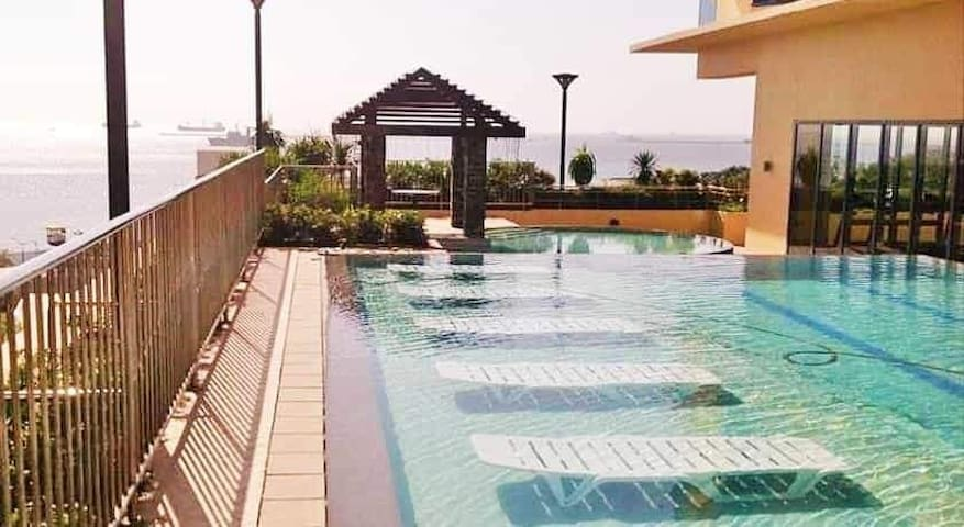 Ermita, Grand Riviera Suites(US embassy),