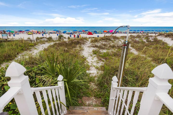 Serenity: Beautiful Views! Backyard to Beach! Great Rates!