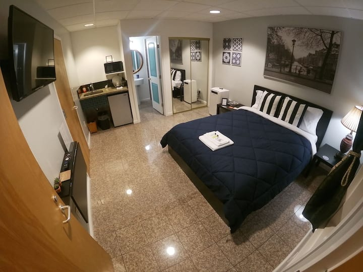 Grand Modern Studio in Downtown! Nearby Bart!
