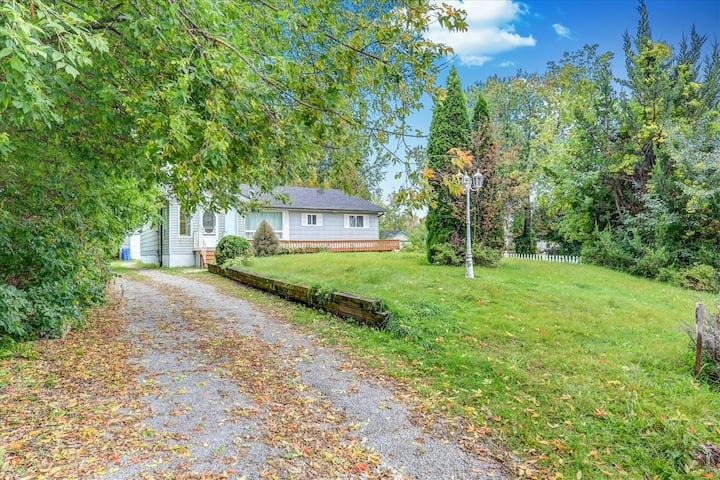 Modern 5 BR Cottage In Kirkfield, Hottub , $299