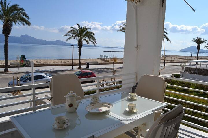 Two bedroom sea view holiday rental apartment