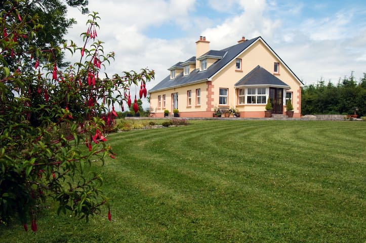 Lake Rise holiday home - Carrick on Shannon - House