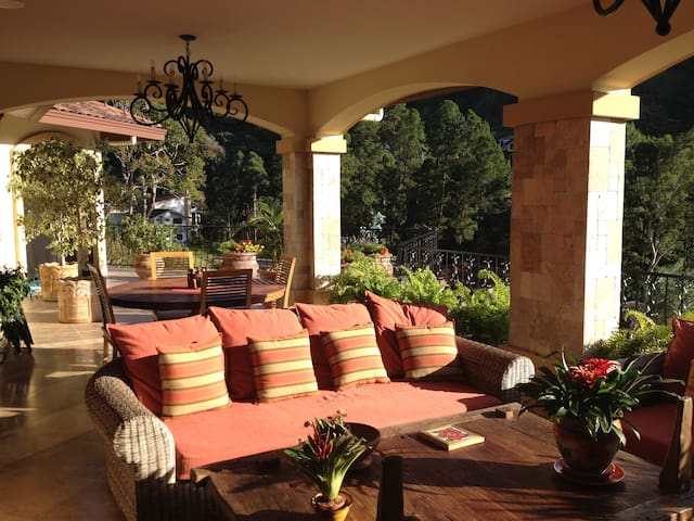 Luxury Estate Home in 5 Star Resort - Boquete - Huis