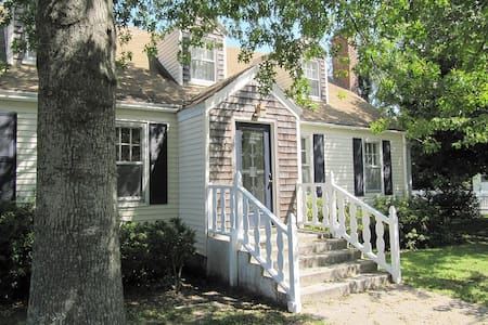 Historic Cape Cod - Old Town Manteo - Talo