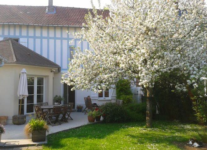 Independent room near Rouen - Le Mesnil-Esnard - Talo