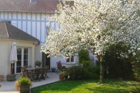 Independent room near Rouen - Le Mesnil-Esnard - House