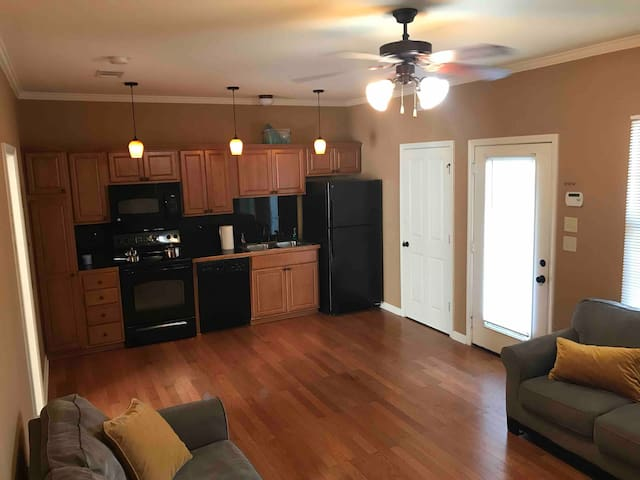 Upscale Condo close to lsu & perkins - gated/safe
