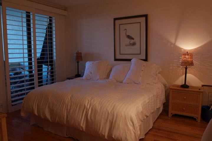Both master suites with attached bathrooms !