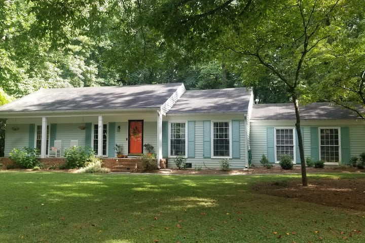 Southern Ranch with big yard - Sope Creek & Truist