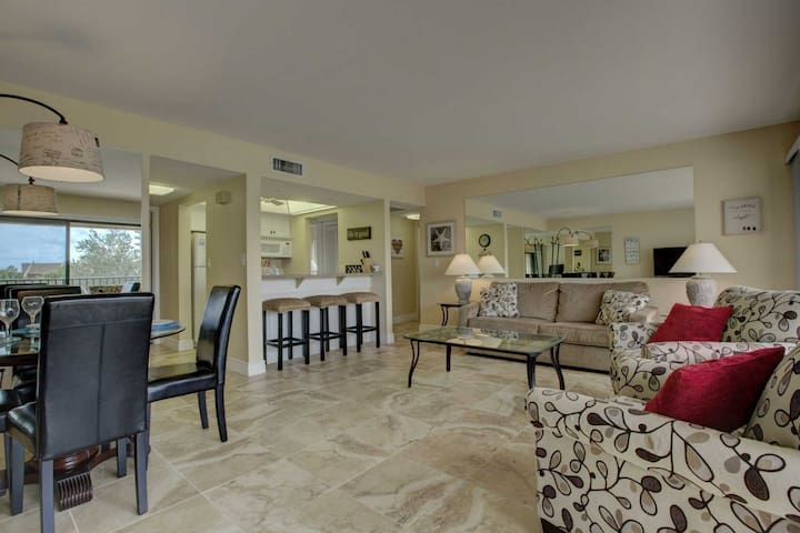 Beach condo with water view, pool, tennis and private beach access - Siesta Key - Apto. en complejo residencial