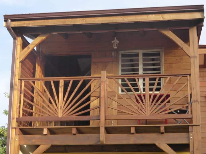Studio Tout  bois et ventilé  à 200m de la plage
