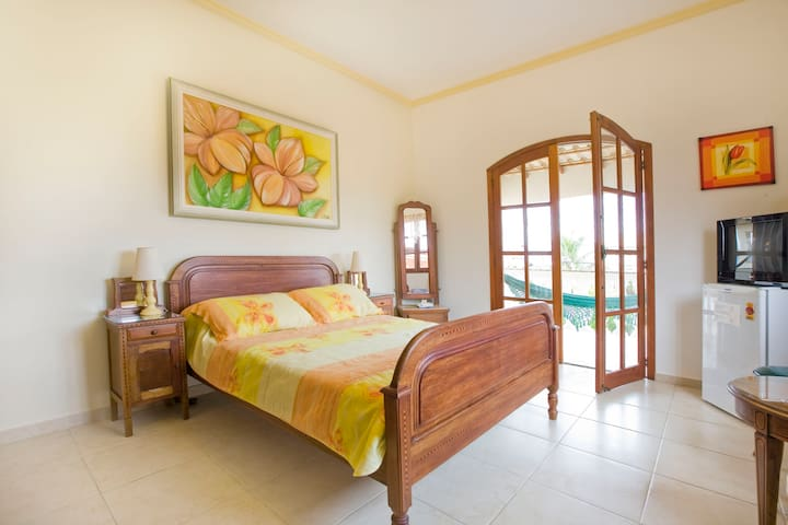 En-Suite Room, Breakfast and Balcony near Beach!