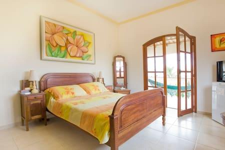 En-Suite Room, Breakfast & Balcony near Beach!