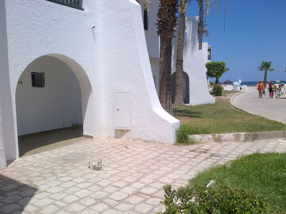 Village touristique sur la plage appartements louer for City meuble hammam sousse tunisie
